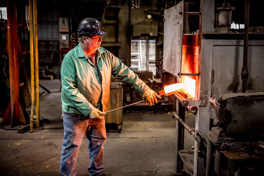 Unloading Forging Furnace